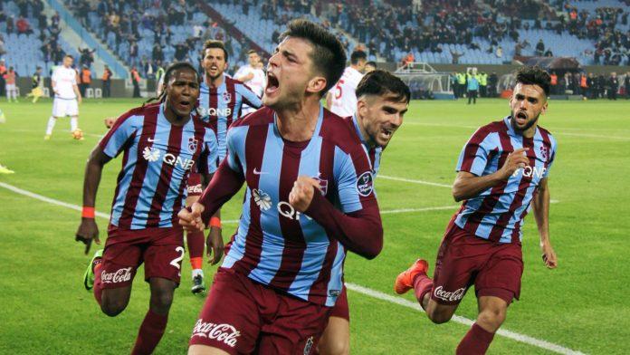 Okay Yokuşlu Galatasaray maçında sahada